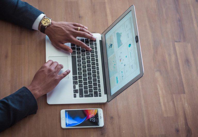 Branża SEO i optymalizacja stron pomaga firmom odnieść sukces online